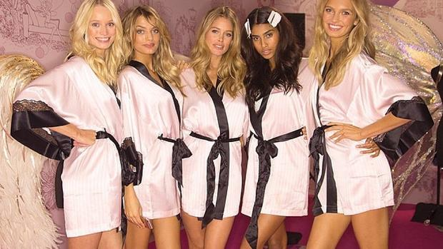 Victoria's Secret Engel backstage