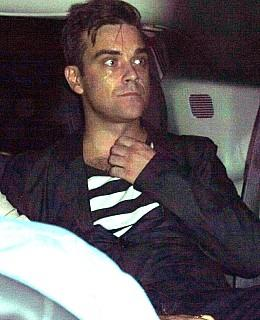 Robbie Williams Paparazzi Unfall