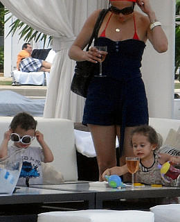 Jennifer Lopez Zwillinge Max Emme am Pool