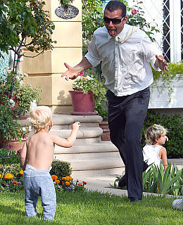 Zuma Rossdale Stefani cool Baby Pampers