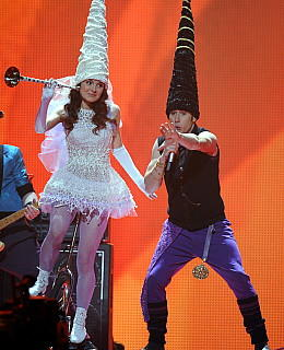 ESC 2011 Kleider Outfits top flop