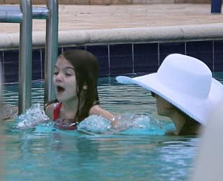 suri cruise katie holmes hotel pool miami beach