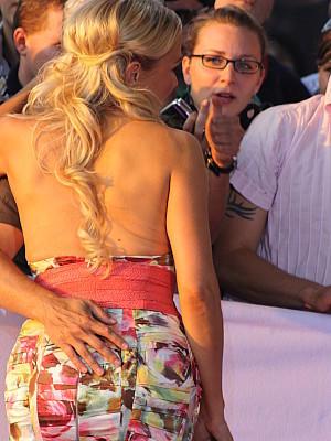 männliche deutsche pornodarsteller tattoo pellt sich