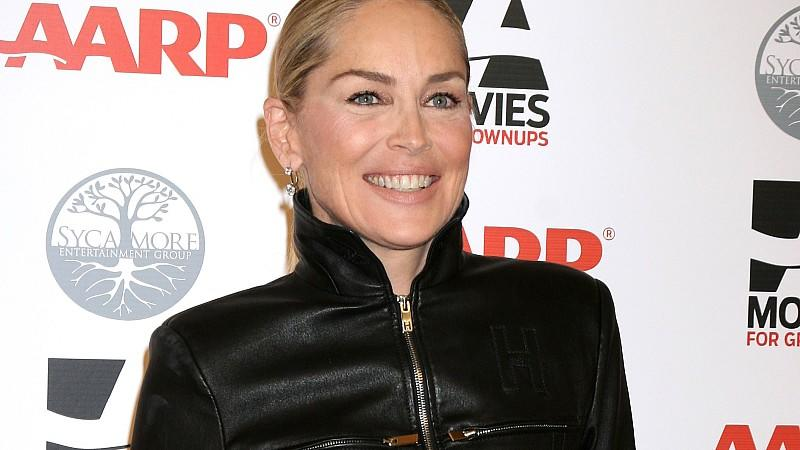 Sharon Stone auf dem Roten Teppich der 'Movies for Grownups Awards'