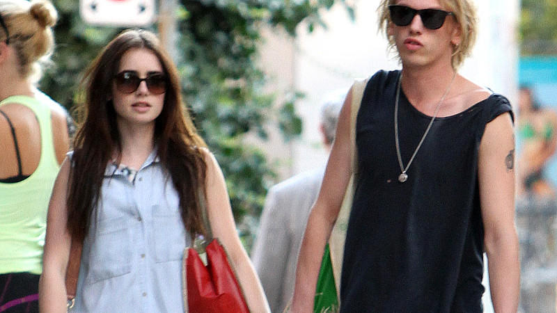 Lily Collins und Jamie Campbell Bower: Hand in Hand in Toronto.