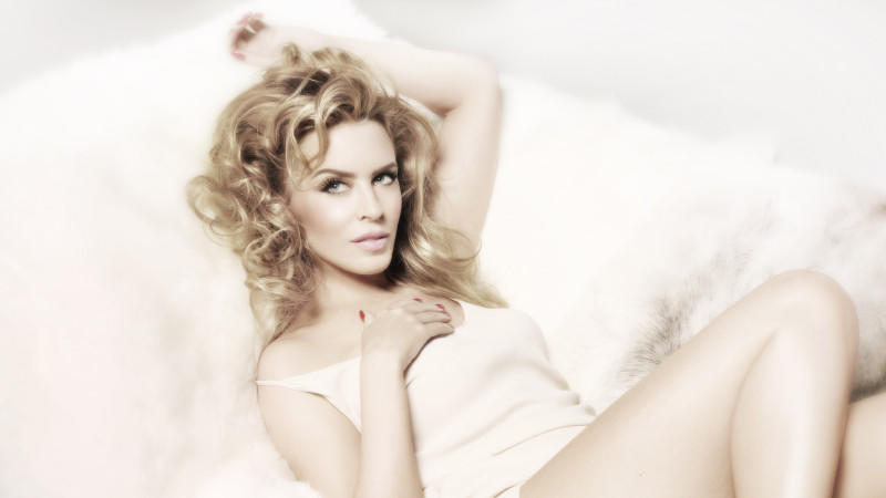 Kylie Minogue 'Kiss Me Once' ist da