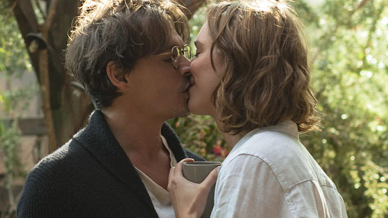 Rebecca Hall und Johnny Depp in Transcendence