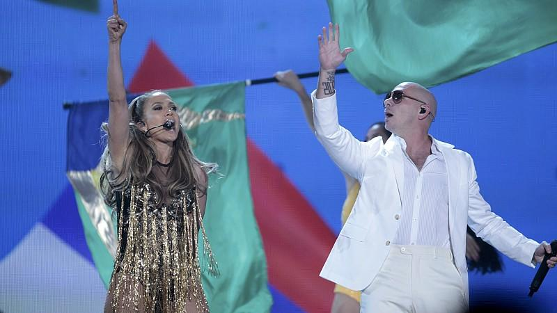 Jennifer Lopez und Pitbull mit 'We are one'