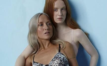Nackte Mutter und Tochter Lesben