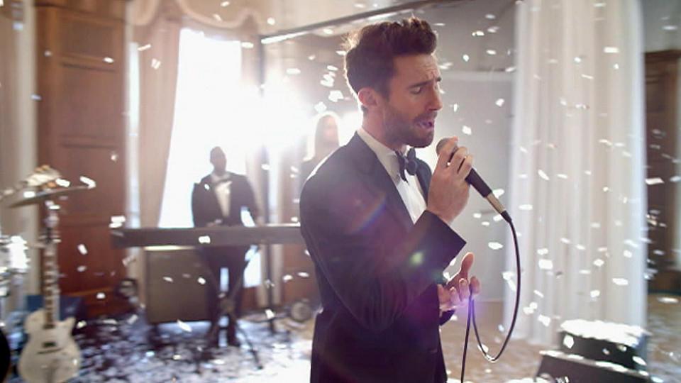Maroon 5 im musikvideo zu 39 sugar 39 werden adam levine co for Maroon 5 wedding video