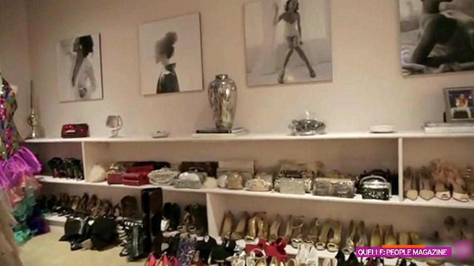 Begehbarer kleiderschrank stars  Jennifer Lopez gewährt Einblicke in ihren XXL-Kleiderschrank