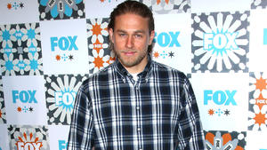 Charlie Hunnam: Dank Mama total offen