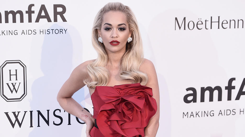 Rita Ora verteidigt Chris Brown