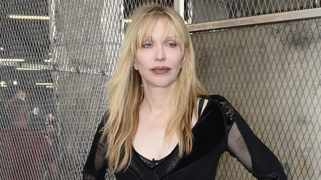 Courtney Love streitet Anklagepunkte ab