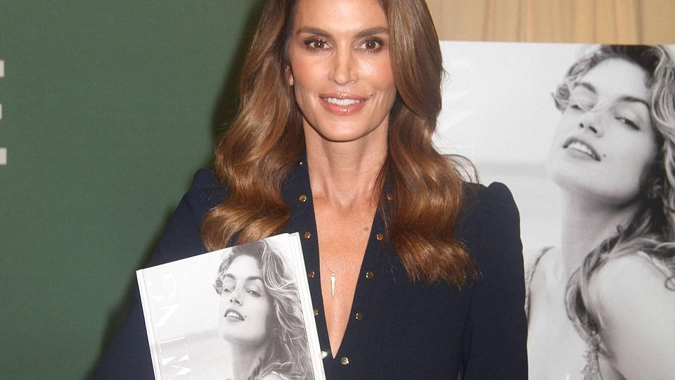 Cindy Crawford mit ihrem Buch 'Becoming'