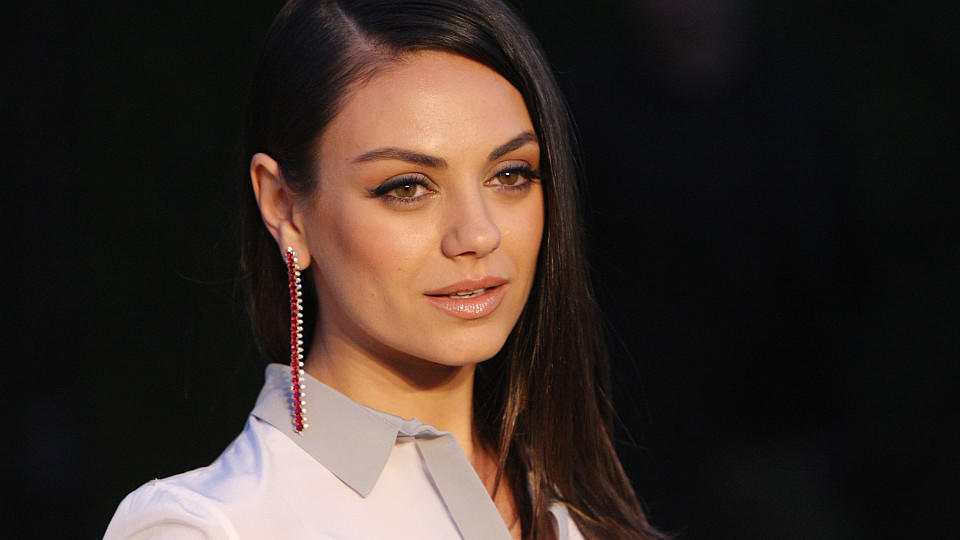 Mila Kunis bei Burberry London in Los Angeles