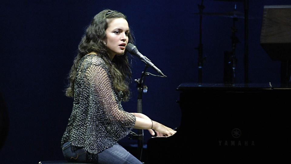Songwriterin Norah Jones am Klavier