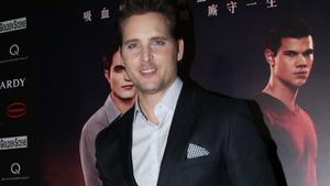 Peter Facinelli spielt Dr. Carlisle Cullen in 'Twilight'