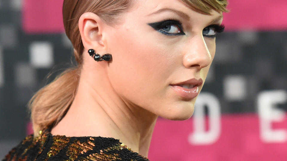 """Widerliche Nazi-Barbie"": Feministin attackiert Taylor Swift"