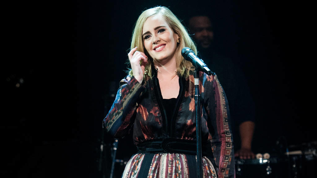 Adele beehrt die BRIT Awards