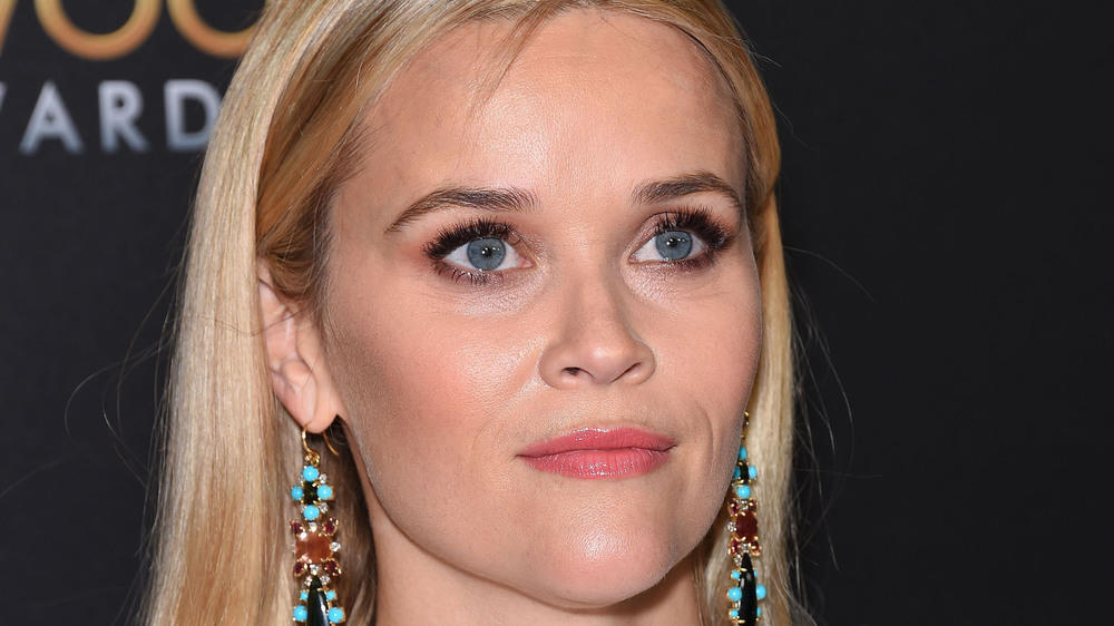 Reese Witherspoon verteilt Oscars