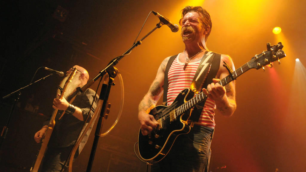 Eagles of Death Metal gedenken der Opfer von Paris