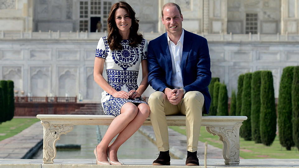 Prinz William und Catherine am Taj Mahal.