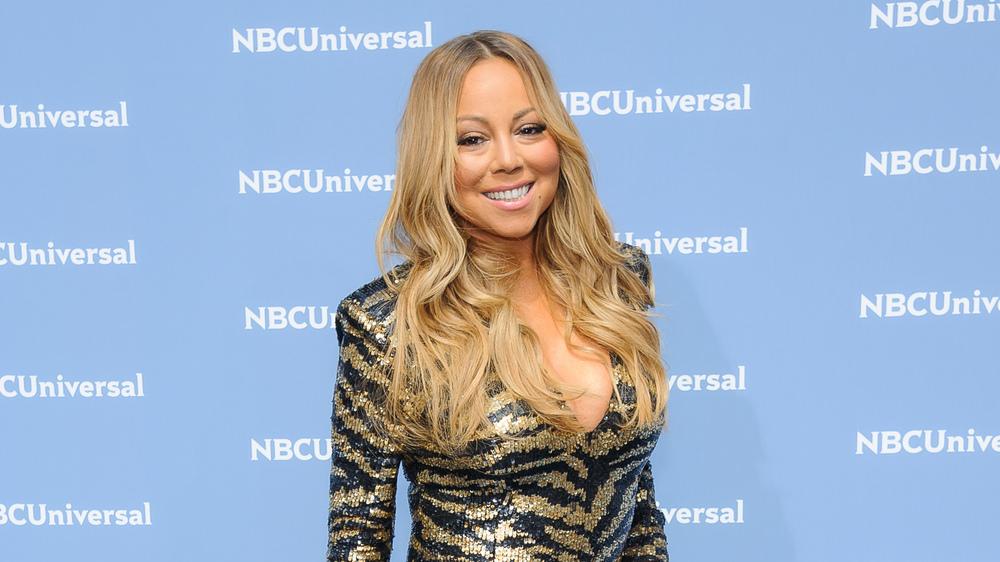 Mariah Carey stolpert bei den NBC Upfronts über den