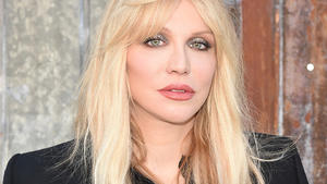 Courtney Love mit Fratzen-Gesicht