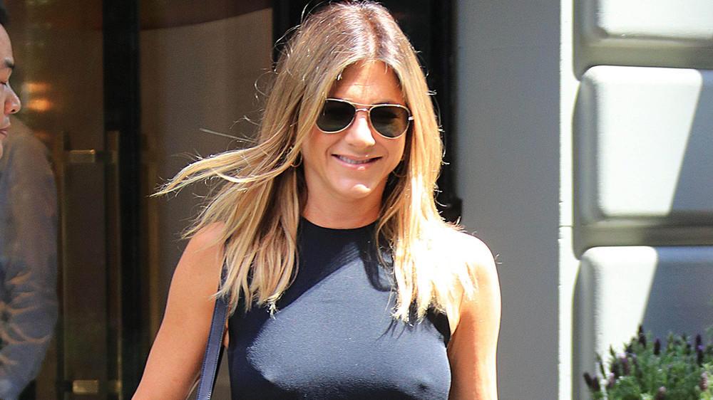 Aniston Pause Jennifer leckte nackt auf