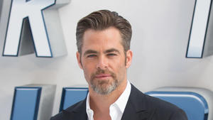alle infos news zu chris pine. Black Bedroom Furniture Sets. Home Design Ideas