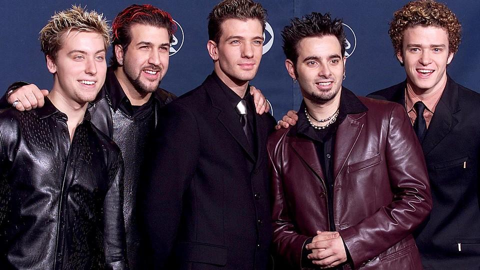 LOS ANGELES, UNITED STATES:  The popular pop group 'N Sync pose for photographers at the 42nd Annual Grammy Awards at the Staples Center in Los Angeles 23 February, 2000.   (ELECTRONIC IMAGE)  AFP PHOTO    VINCE BUCCI (Photo credit should read Vince