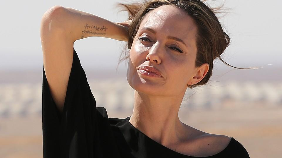 US actress and UNHCR special envoy Angelina Jolie gestures during a visit to a Syrian refugee camp in Azraq in northern Jordan, on September 9, 2016.  / AFP / Khalil MAZRAAWI        (Photo credit should read KHALIL MAZRAAWI/AFP/Getty Images)