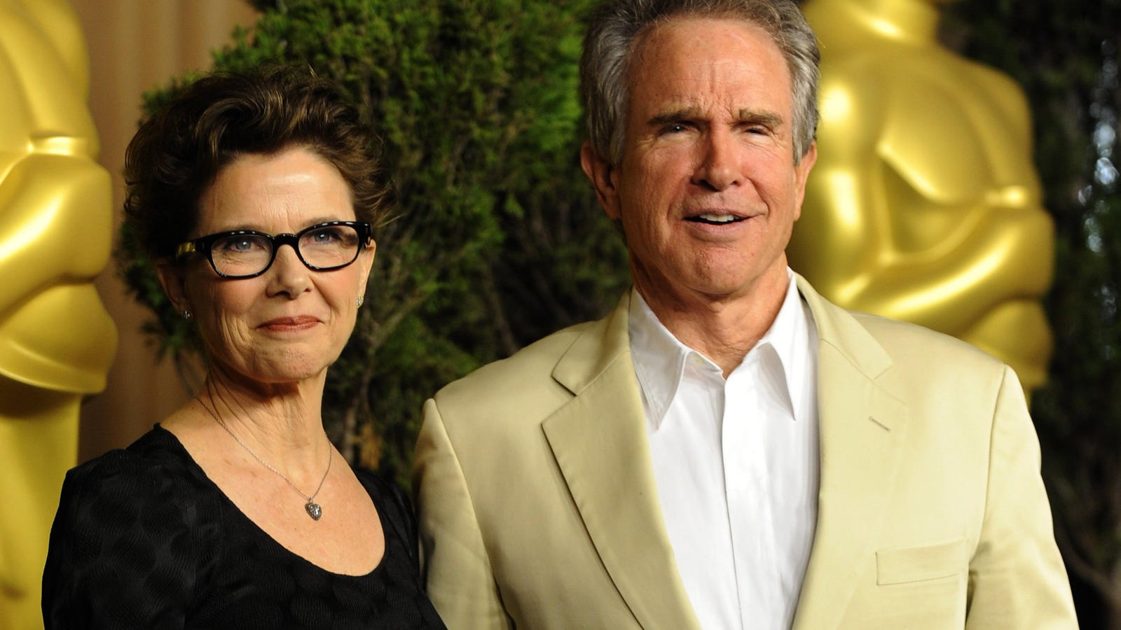 ARCHIV - epa02569476 US actress Annette Bening and her husband Warren Beatty arrive for the 83rd Academy Awards nominees luncheon in Beverly Hills, California, USA, 07 February 2011. EPA/MIKE NELSON (zu dpa Warren Beatty nennt transsexuellen Sohn sei