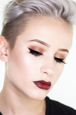13-Jähriger gibt Make-up-Tutorials
