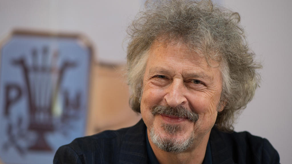 Wolfgang Niedecken nimmt Paul-Lincke-Ring entgegen