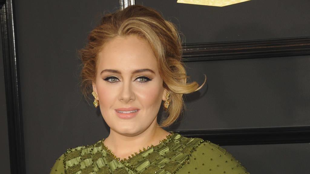 Adele tröstet die Opfer der Brandkatastrophe in London