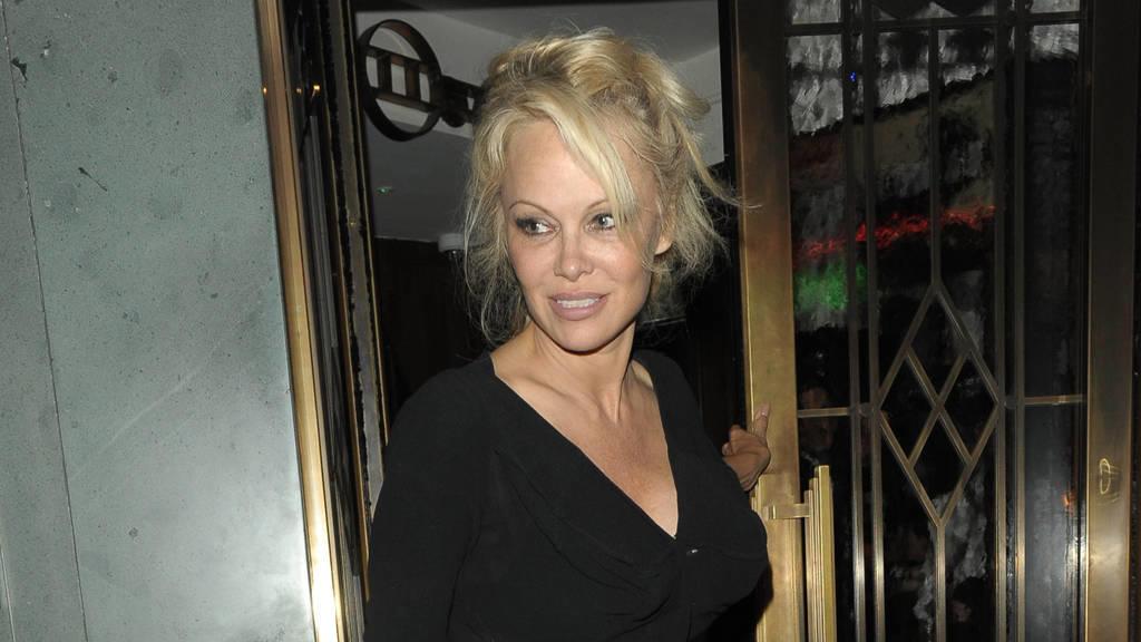 Ist Pamela Anderson mit diesem Fußballstar zusammen?