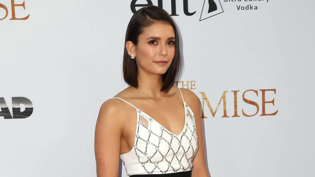 nina dobrev sport am besten nach dem aufstehen. Black Bedroom Furniture Sets. Home Design Ideas