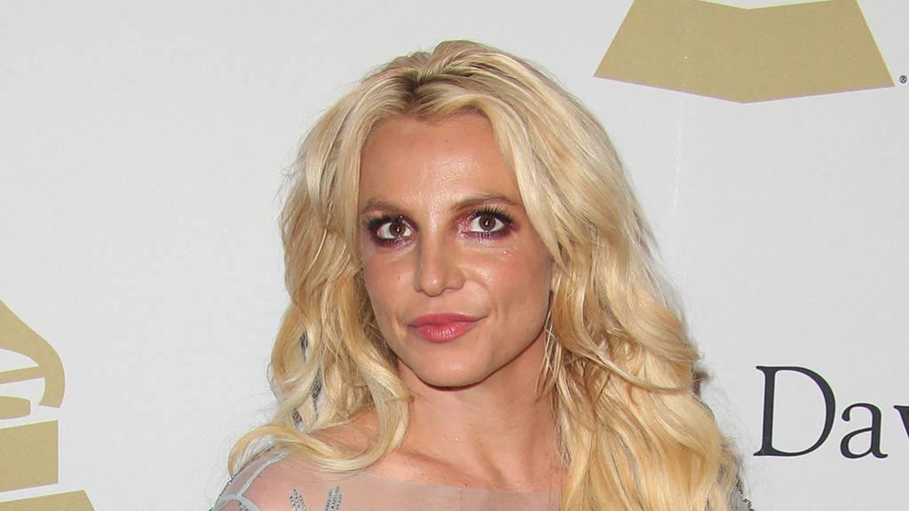 Schockmoment bei Konzert: Mann stürmt Bühne von Britney Spears