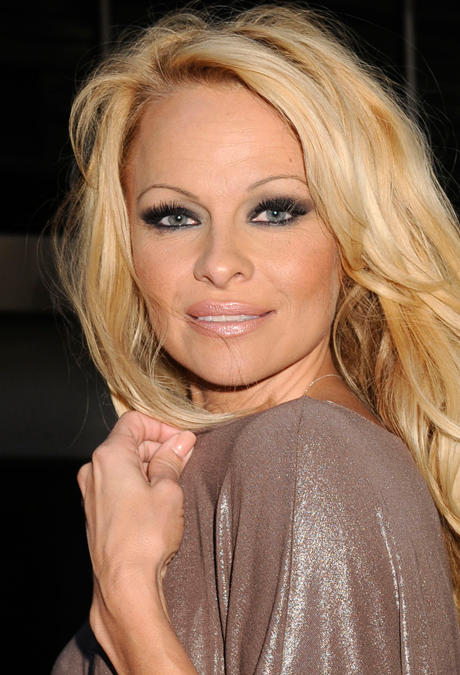 alle infos news zu pamela anderson. Black Bedroom Furniture Sets. Home Design Ideas