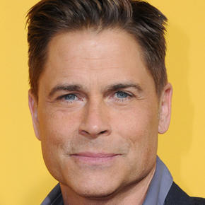 Rob Lowe gets TOTALLY naked as he