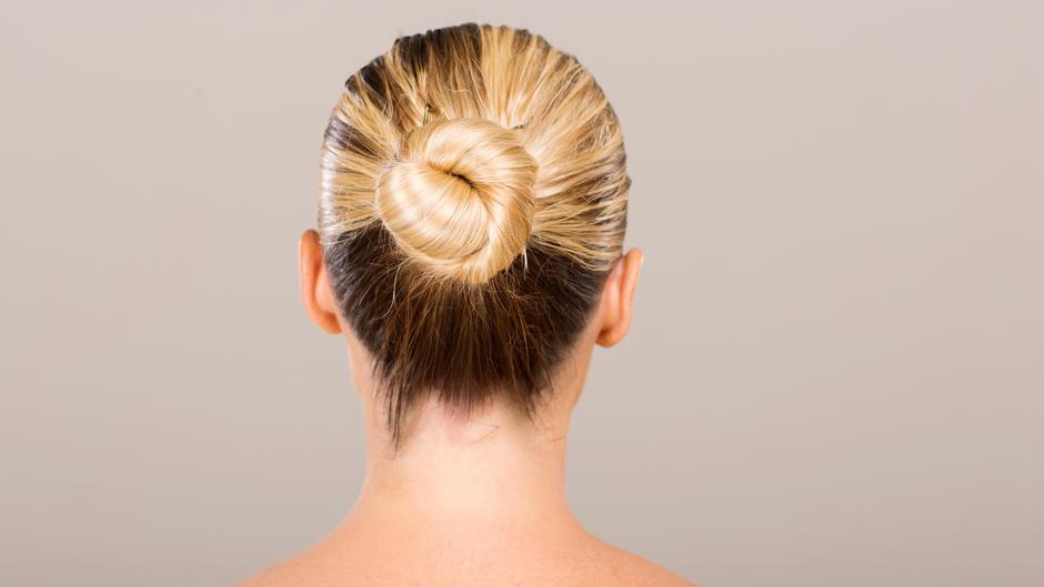 haare grau f rben 39 granny hair 39 liegt im trend. Black Bedroom Furniture Sets. Home Design Ideas