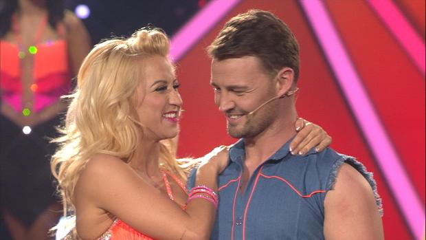 Heinrich Popow tanzt mit Kathrin Menzinger