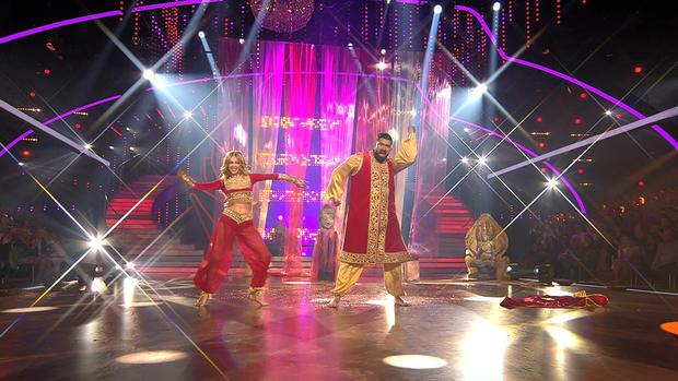 Faisal Kawusi und Oana Nechiti begeistern mit Bollywood