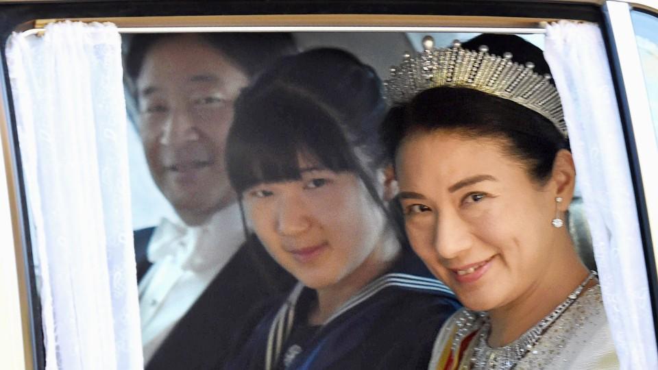 Schüchterne Japanische Ehefrau